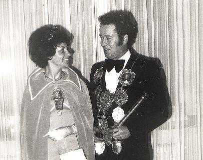 1975/76 S.M. Willi II. und Königin Elisabeth Belz
